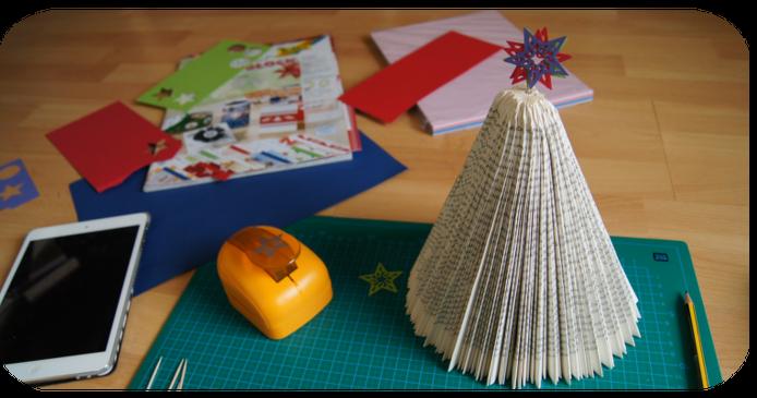 Buch-Weihnachtsbaum - Weihnachtsbaum aus Buch basteln
