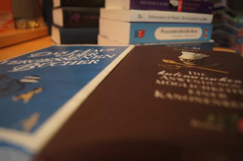 Das Haus der vergessenen Bücher von Christopher Morley und Die kulinarischen Anwendungsmöglichkeiten einer Kanonenkugel von Eli Brown