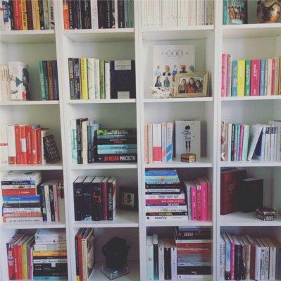 Bücherregal neu sortieren: Das neue Bücherregal